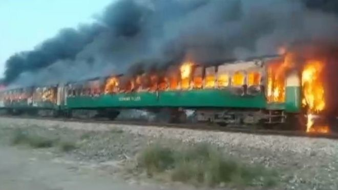 pakistan train fire